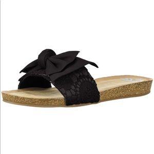 Fergalicious women's Mallory flat sandal